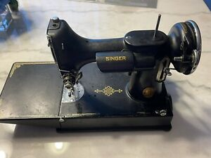 SINGER Vintage 221 Featherweight Sewing Machine 1939-Working With Papers