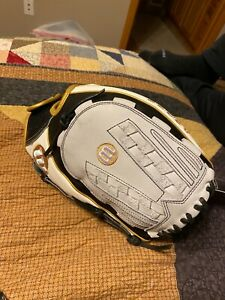 "Wilson A2000 Series Black 12.5"" fastpitch glove"