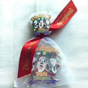 Disney Christmas PIn and Ornament Happy Holidays Goofy 2011 Press Guest Gift