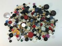 Vintage Buttons Lot Of 1 Lb Of Assorted Buttons Many Shapes And Sizes L51