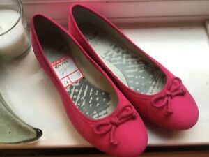 Fushia pink size 4 clarks leather ballet shoes BNW Tags. Beautiful!
