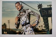 Milla Jovovich signed 20x30cm Foto Autogramm / Autograph In Person RAR