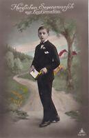 uralte AK, Konfirmation junger Mann mit Buch und Anzug stehend vor Baum //23