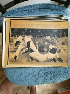 1981 EDDIE MURRAY SLIDES INTO ALAN TRAMMELL ORIOLES-TIGERS A.P. WIRE LASERPHOTO
