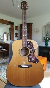 Rare vintage Guild guitar a10  Madera 1970s  with hard case.
