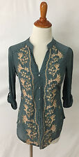 Anthroplogie Tiny Embroidered Floral Button Front Top sz XS