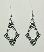 VINTAGE DESIGN KEYHOLE VICTORIAN STYLE ANT SILVER PLATED EARRINGS V045
