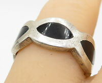 925 Sterling Silver - Vintage Black Onyx Inlay Wavy Band Ring Sz 7.5 - R9412