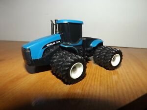 1/64 NEW HOLLAND TJ 375  MODEL TRACTOR