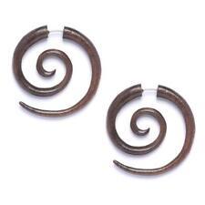 Dilataciones y piercings falsos marrones de oreja