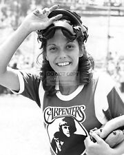 KAREN CARPENTER SINGER MUSICIAN - 8X10 PUBLICITY PHOTO (FB-562)