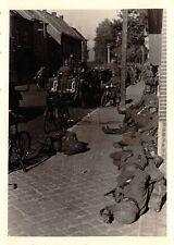 Erschöpte schlafende deutsche Soldaten Marsch Flandern Belgien