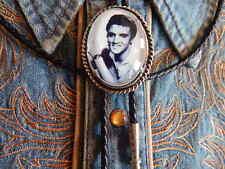 NUOVO GRANDE ELVIS PRESLEY BOLO cravatta argento metallo, PELLE CORDA WESTERN