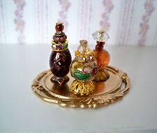 1:12  Miniatur Parfüm Flakons auf goldfabenem Tablett (016)