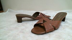 NATURALIZER size 7 1/2 M BROWN Comfortable - casual - Career - open toe