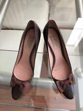 OSCAR DE LA RENTA Brown Bow Pumps Size 9.5 Retail $700