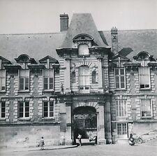 LISIEUX  c. 1955 - Auto Le Palais Épiscopal  Calvados - Div 10025