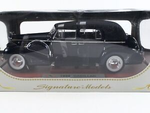 1938 Cadillac V16 Fleetwood Limousine Blue Signature Models 1:18 Scale 18117