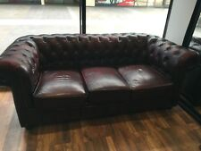 EXCELLENT CONDITION ONLY 18 MONTHS OLD  (BURGUNDY) 3x Seater Chesterfield Sofa