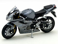 TRIUMPH DAYTONA 675  2005 1/18 Welly