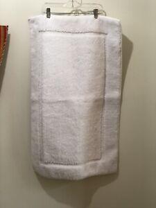 Nautica Polyester Bathmat With Non Slip Rubber Backing White 21x33