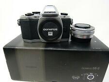 Olympus OM-EM10 17.2MP Cámara con Panqueque D M. Zuiko 14-42mm 1:3. 5-5.6 EZ ED Lente