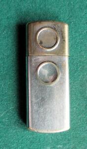 Kleines altes Benzinfeuerzeug aus Messing
