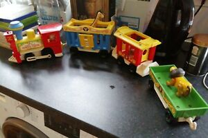 VINTAGE FISHER PRICE CIRCUS TRAIN WITH ANIMALS & FIGURE WORKING TOOT TOOT LOVELY