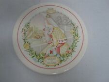 """1986 WEDGWOOD NURSERY RHYMES QUEEN OF HEARTS ROUND PLAQUE 7 7/8"""""""