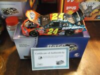 2005 JEFF GORDON 24 DUPONT 1 24TH SCALE DIECAST  COLOR CHROME