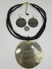 Lee SandsBlacklip Shell Circle Neck & Earring set Made in Hawaii