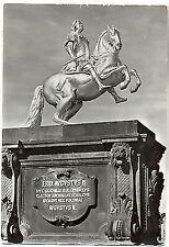 D 526-Dresde, monumento de agosto la fuerte, de la proximidad, corriendo