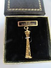 "Vintage SEATTLE Space Needle CHARM 18kt Gold Finish 1962 WORLD'S FAIR 1 1/4"" NEW"