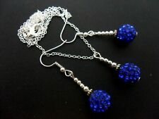 A PRETTY BLUE SHAMBALLA STYLE NECKLACE & DANGLY EARRING SET. NEW.