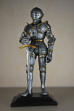 Ritter mit Schwert Mittel Mittelalter Rüstung Figur