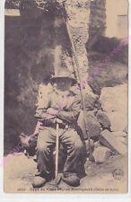 CPA  AUVERGNE  Type de vieux paysan montagnard collier de barbe ca1916