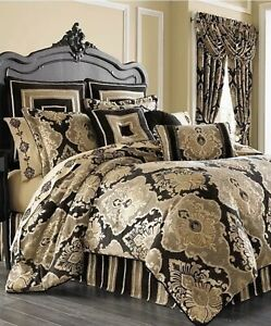 J Queen New York Bradshaw Black Full/Queen Bedspread