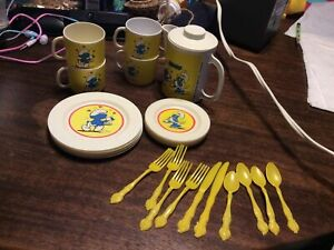 Vintage 1983 Smurf Made In Italy Child Tea Set Plastic Yellow Crown On Utensils