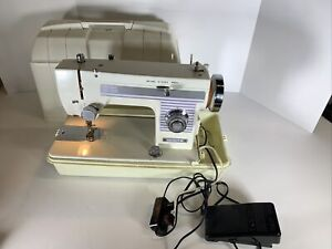 White Deluxe Zig Zag Sewing Machine 844 With Foot pedal and case