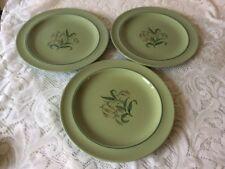"Wedgwood Broomgrass Green dinner plates x 3 - Diameter 10"""