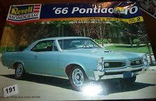Revell 1966 Pontiac GTO 1/25 Model Car Mountain KIT fs