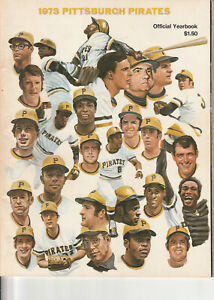 1973 PITTSBURGH PIRATES OFFICIAL YEARBOOK ROBERTO CLEMENTE TRIBUTE