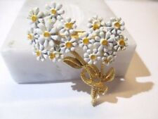 PIN ENAMEL TWO BUNCHES OF DAISIES FLOWER PIN WHITE YELLOW VINTAGE 1960S