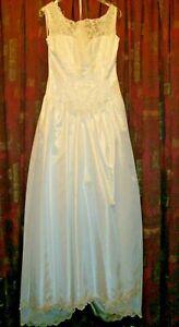 LADIES WEDDING DRESS SIZE 12-14 WHITE BEADED VGC