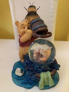 WINNIE THE POOH~ Simply Pooh FRIENDS HELP YOU THROUGH THE SPLASHY PART~Snowglobe