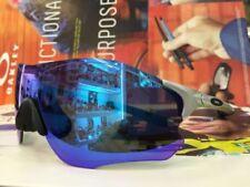 Occhiali da sole da uomo avvolgente con montatura in argento a tecnologia lenti specchio