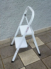 Klapptritt / Leiter / 2 stufig Mit Sicherheitsbügel / Maximal Tragkraft 150 kg