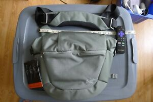 ARC'TERYX LEAF Mystery Ranch MISTRAL 8 Messenger / Shoulder / EDC pack Foliage