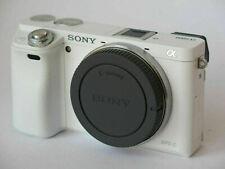 Sony Alpha A6000 24.3MP Digitalkamera - Weiß (Nur Gehäuse)