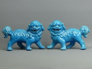 A PAIR OF CHINESE REPUBLIC TURQUOISE GLAZED FU DOGS / TEMPLE LIONS